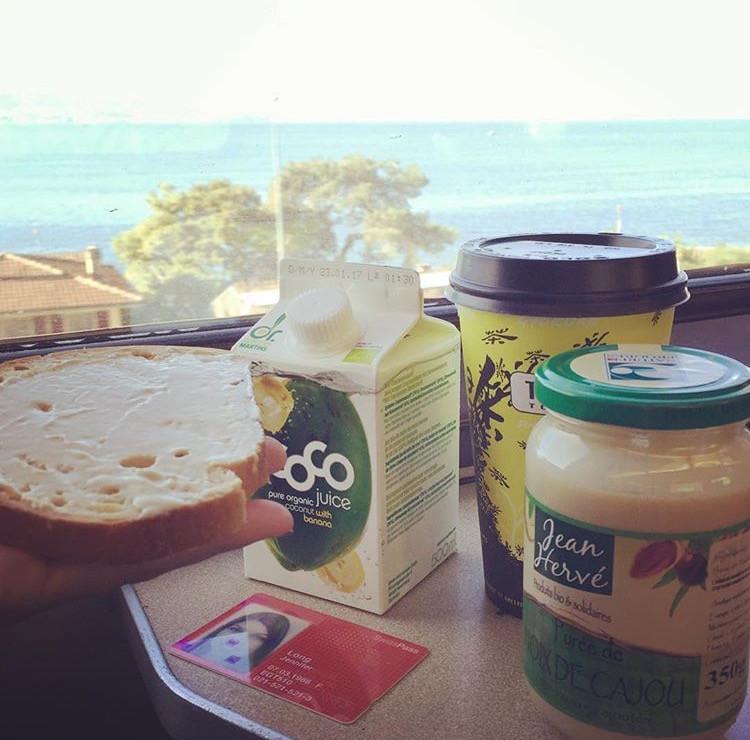 Petit-déjeuner dans le train ;-)