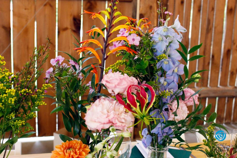dekoracje ślubne w buteleczkach