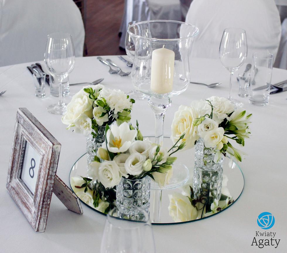 dekoracje kwiatowe na stoły weselene