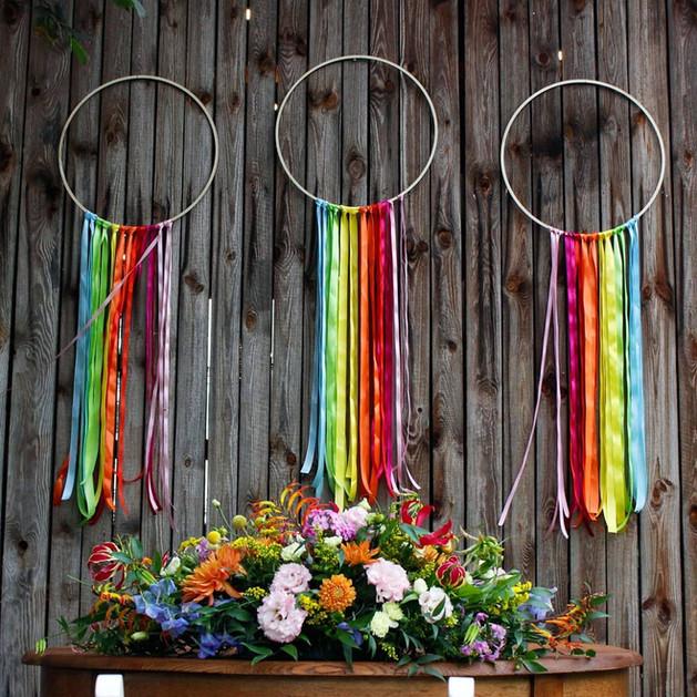 kolorowe ślubne dekoracje pleneru