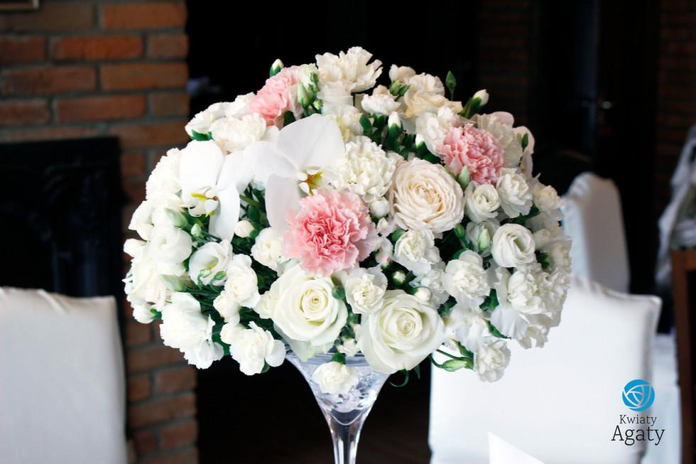 kwiatowa dekoracja w stylu glamour