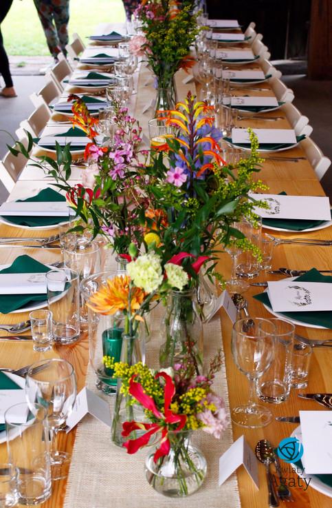 rustykalna dekoracja kwiatowa na wesele