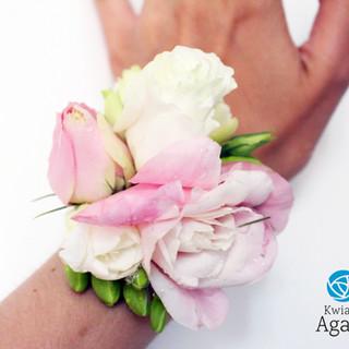 różowa bransoletka kwiatowa