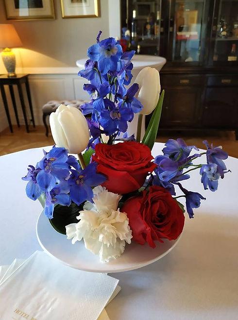 kwiatowa dekoracja na stoły koktailowe