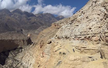 Voilà la vallée au Népal où Kiamalou va se rendre pour faire de l'humanitaire, 10 étudiants kinés vont allés faire des soins, de la prévention, du social, tous les objectifs de l'association Kiamalou