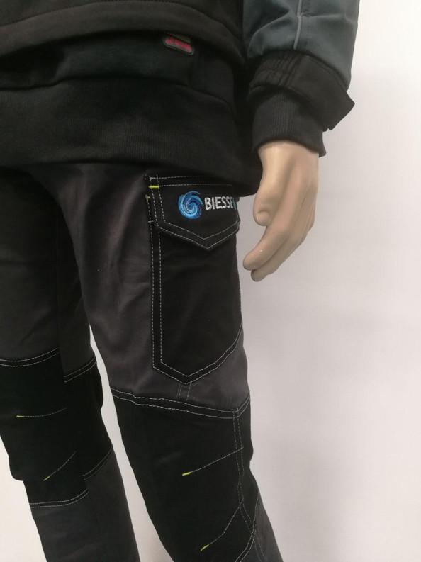 Pantaloni ricamati realizzati da Idea&Grafica