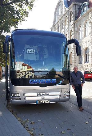 Busfahrer Bernd mit Bus 2020 Mod.JPG