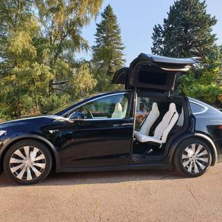 Tesla model X ruban blanc.jpg