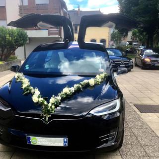Tesla model X capot fleuri.jpg