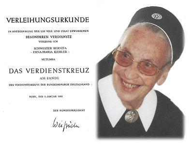 Tante Erna und Verdienstkreuz V2_edited.