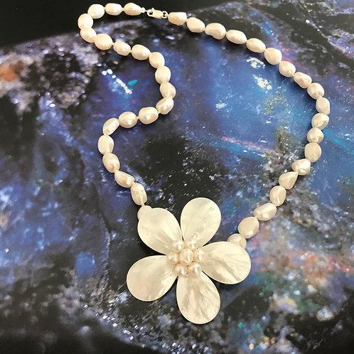 Colar 1 flor de madreperola