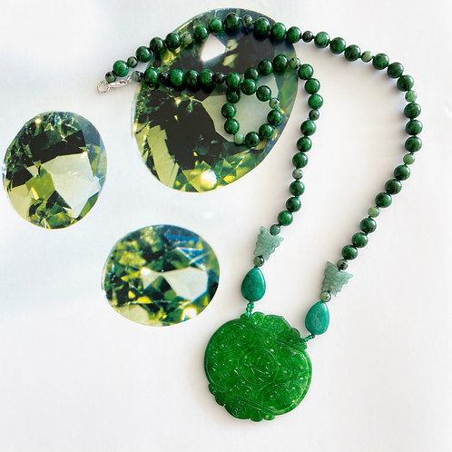 Colar comprido peça jade lapidado