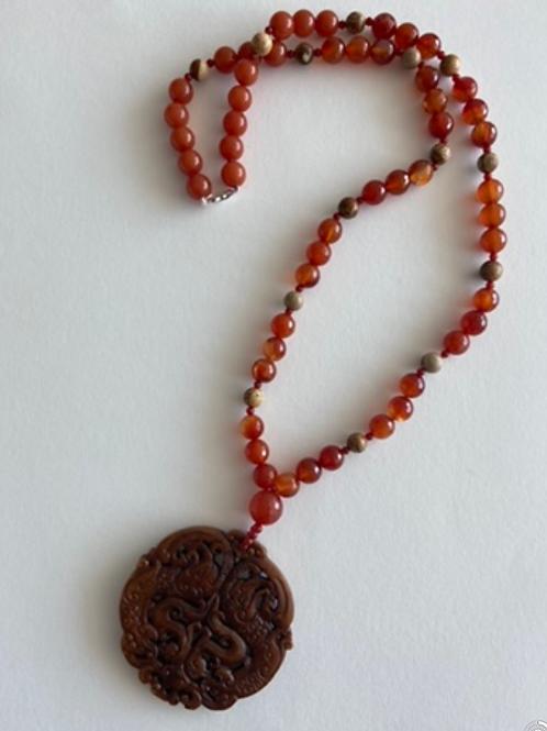 Colar mandala jade marron claro com agata laranja