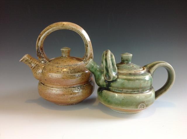 Porcelain mini teapots