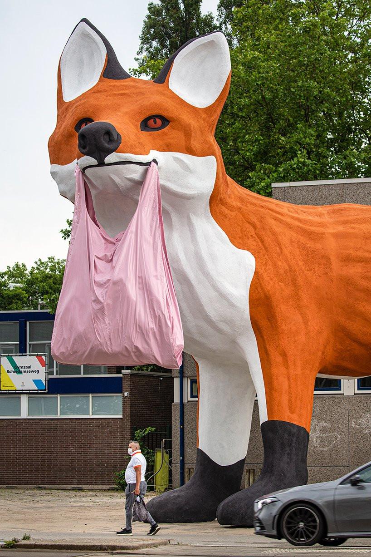 fox statue rotterdam