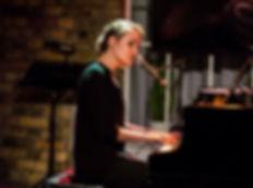 Elin Bell: Einzelmusikerin für Hochzeiten und andere Events