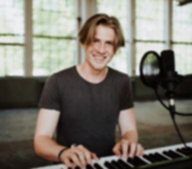 Dominik Hartz: Einzelmusiker für Hochzeiten und andere Events