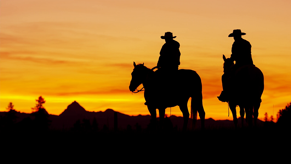 silhouette-sunset-of-cowboy-riders-in-th