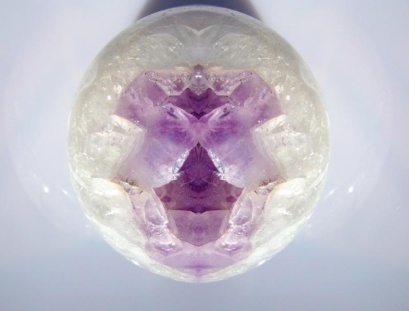 Bergkristallspitze mit Amethyst