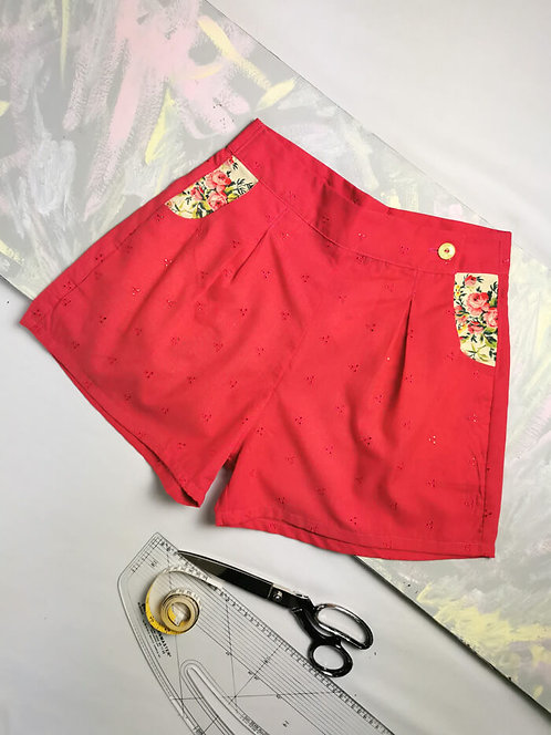 Broderie Anglais High Waisted Shorts - Size 10
