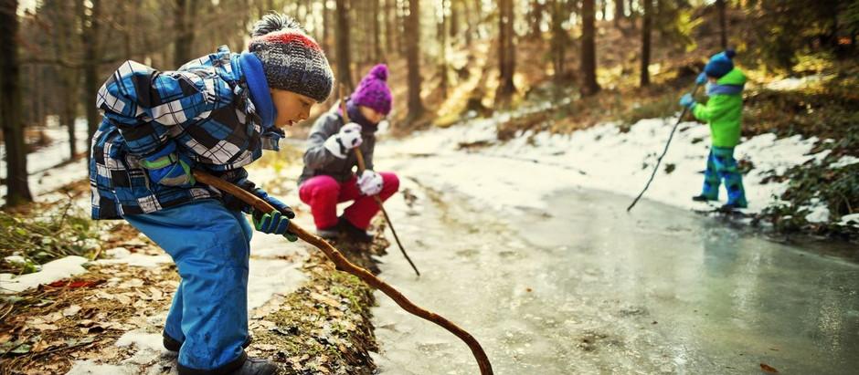 Passer du temps en pleine nature a de nombreux effets bénéfiques pour la santé des jeunes enfants.