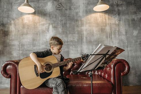 guitare enfant.jpg