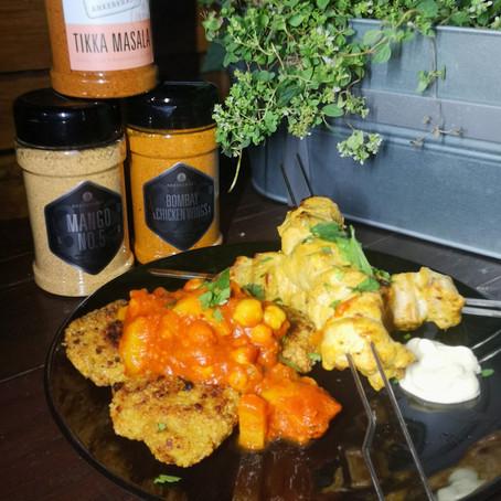 Hühnchen Spieße mit Tikka Masala Marinade dazu Linsentaller von der Plancha mit Alu Chana Masala