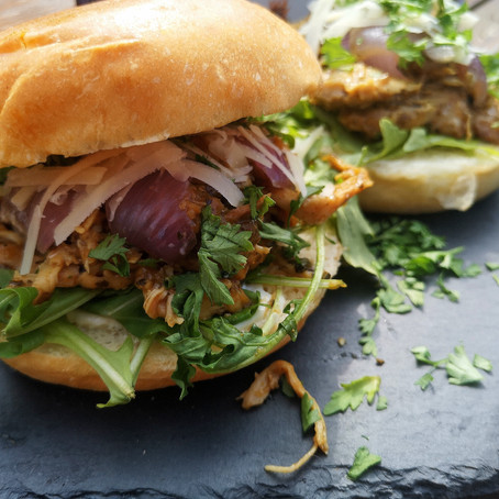 Balsamico Honey Mustard Pulled Chicken Burger