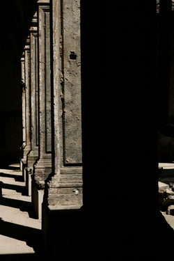 colonne piperno made in cloister