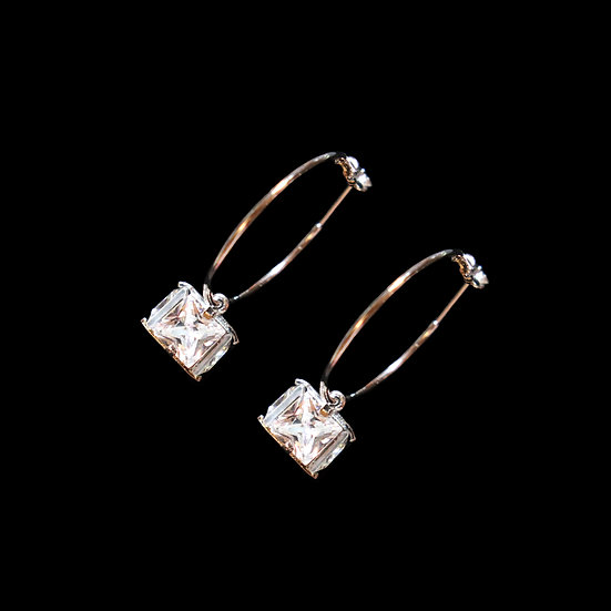 DORIS GRANDEUR Zircon Hoop Earrings