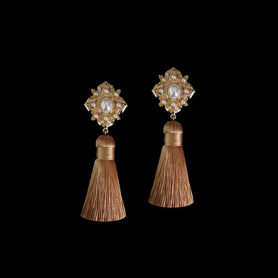 ARLENE Pearl Vintage Tassel Clip-On Earrings