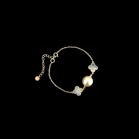 ( PRE-ORDER ) LUCKY CLOVER Pearl Bracelet - Cream