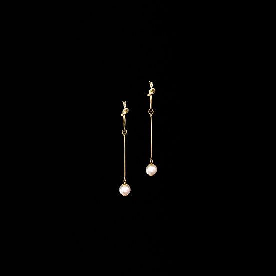 MADGE Freshwater Pearl Hoop Earrings