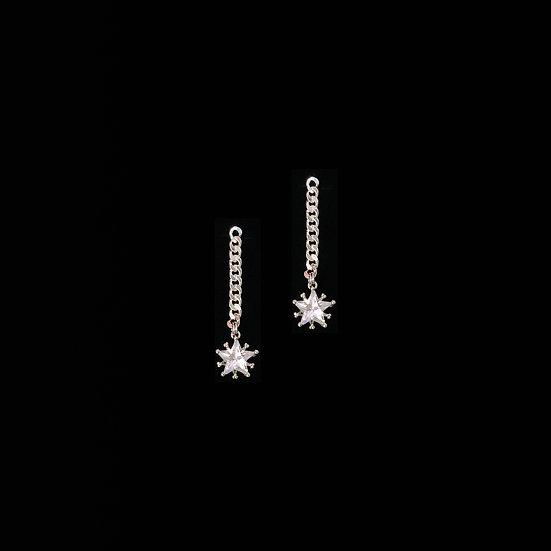 MARISTELA GRANDEUR Zircon Drop Earrings