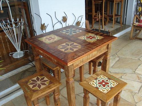 Mesa com bancos  Nil Square