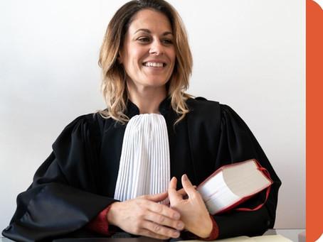 Pourquoi les avocats portent-ils la robe ?