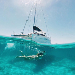 Dive under the sailboat