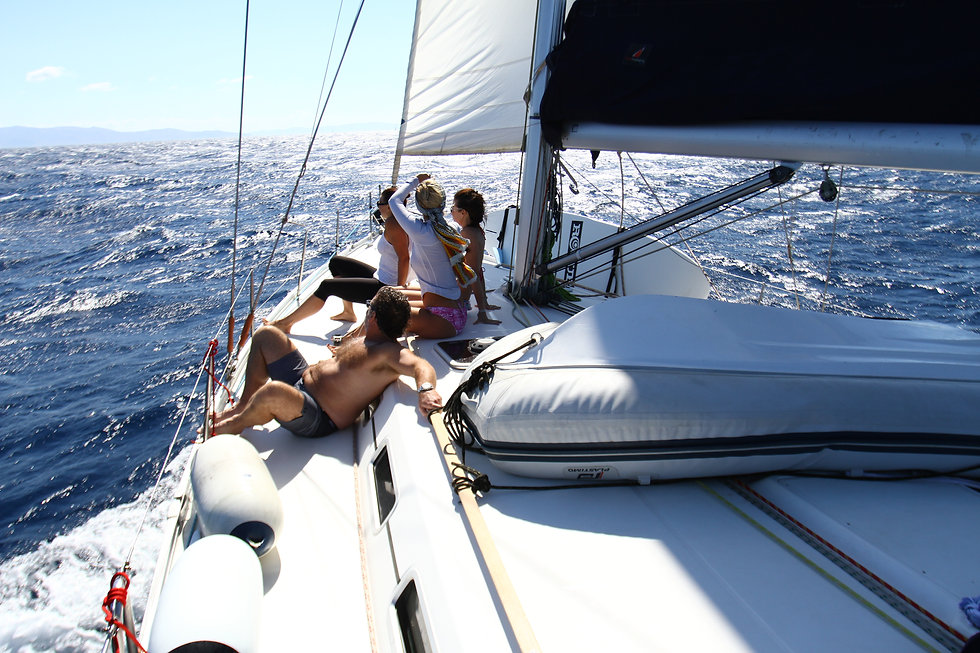 Life abroad a sailboat