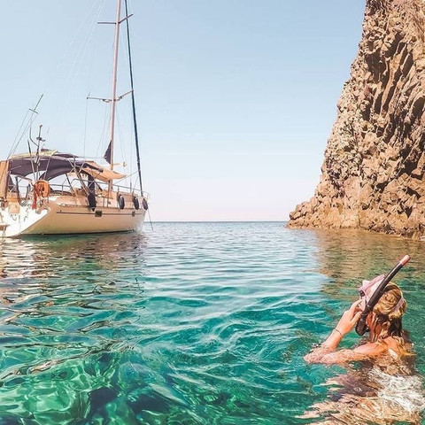 Play in the endless Aegean Sea