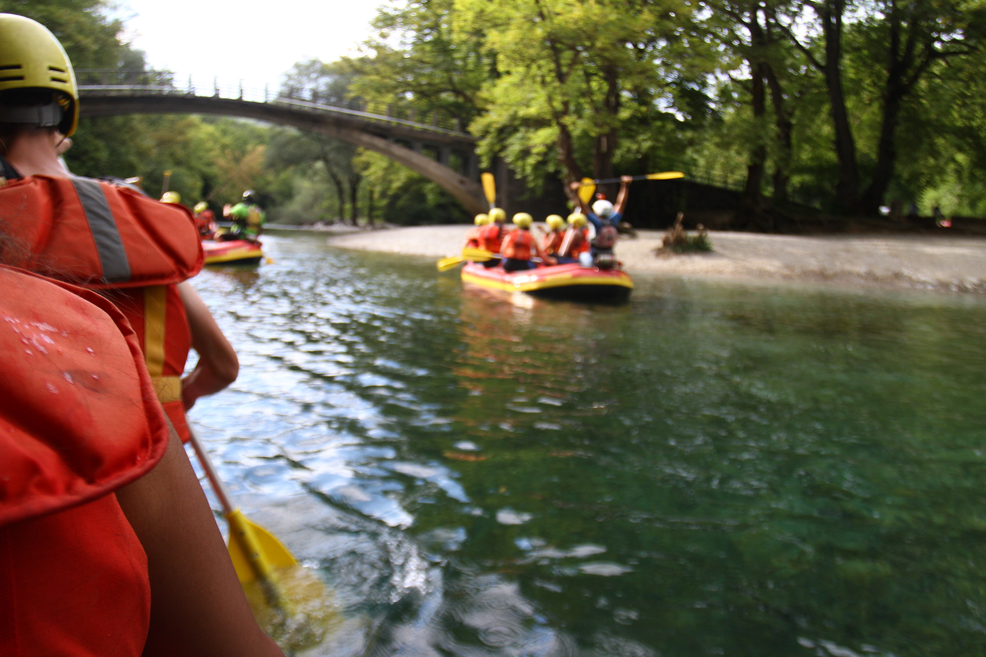 Rafting fast-flawing rivers