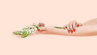 Blumen und Nägel