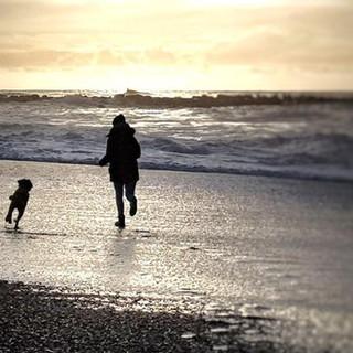 mit Milla am Strand