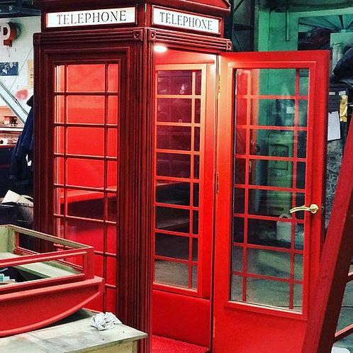 Уличная телефонная будка