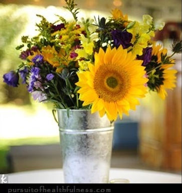 floral tin.jpg