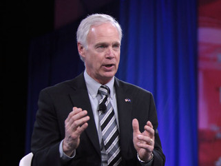 Сенатор Рон Джонсон: генеральный прокурор Гарланд «запугивает» родителей и запрещает свободу слова