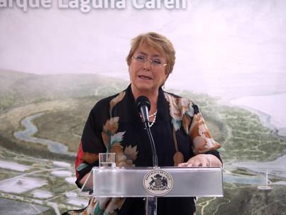 Presidenta Bachelet y rector UCH...