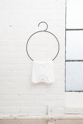 T-shirt blanc sur cintre