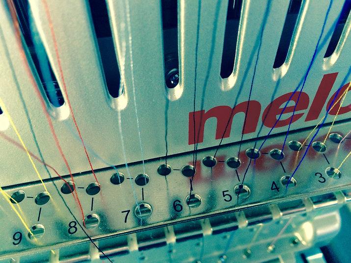 Detailaufnahme der Melco-Stickmaschine