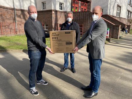 Die Freie Form unterstützt das Helmholtz-Gymnasium mit Schutzmaskenspende