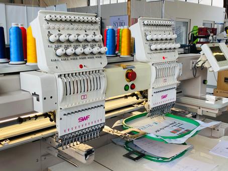 Stickerei auf Textilien, Merchandise & Werbeartikeln - neue Stickmaschine an Bord